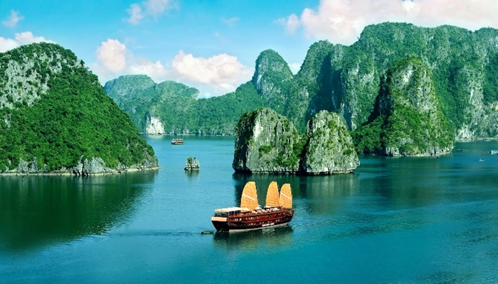 Hanoi – Ha Long Bay (full day) – Group tour